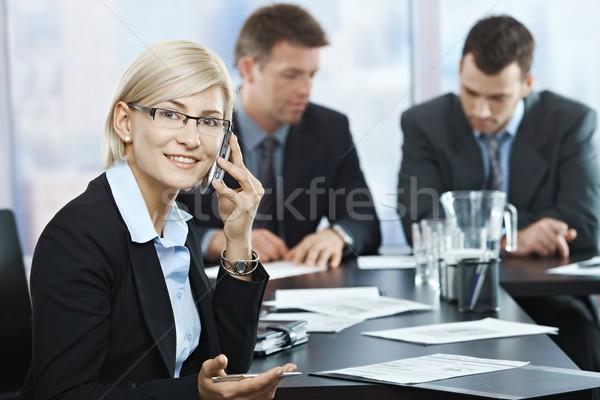Stockfoto: Zakenvrouw · telefoon · vergadering · geslaagd · glimlachend · praten