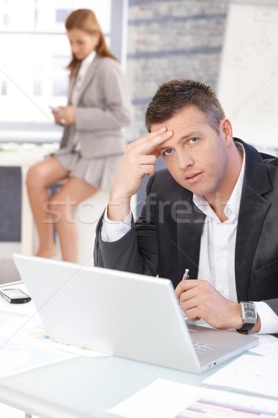 Középkorú üzletember ül problémás asztal dolgozik Stock fotó © nyul