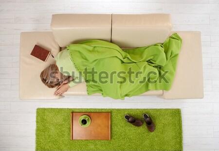 Mujer casa ordenador escribiendo sesión Foto stock © nyul