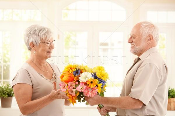 Stockfoto: Senior · man · bloemen · vrouw · glimlachend · kleurrijk