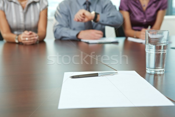 Entretien d'embauche accent papier stylo table panneau Photo stock © nyul