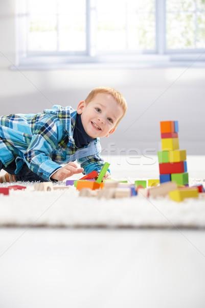 Foto stock: Feliz · pequeño · nino · jugando · edificio · cubos