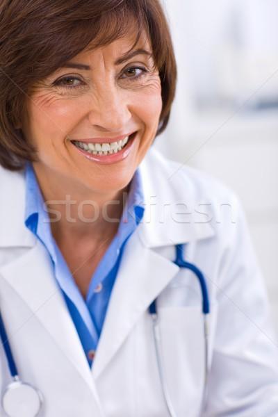 Kobiet lekarza pracy biuro portret szczęśliwy Zdjęcia stock © nyul