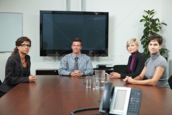Foto stock: Gente · de · negocios · sesión · reunión · alrededor · mesa