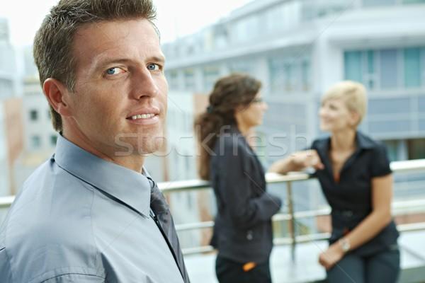 Foto stock: Empresário · ao · ar · livre · pessoas · de · negócios · falante · terraço · prédio · comercial