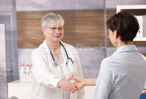 Сток-фото: врач · пациент · старший · рукопожатие · служба · рук
