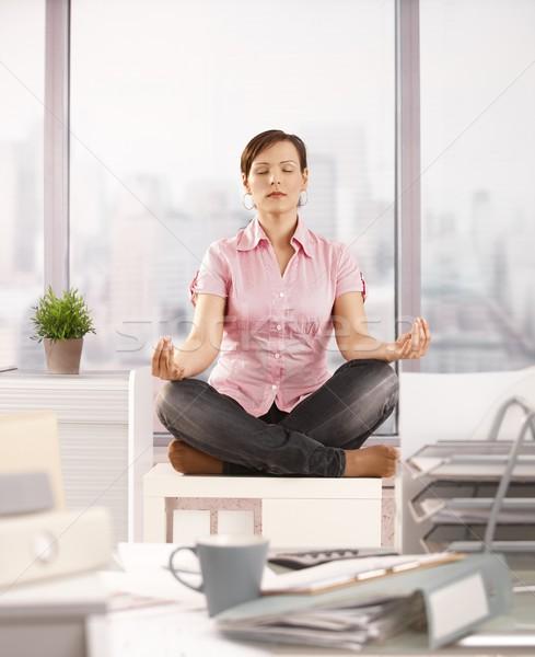 ストックフォト: 事務員 · 瞑想 · 座って · 蓮 · オフィス