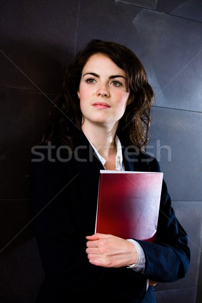 Zakenvrouw denken jonge donkere pak Stockfoto © nyul