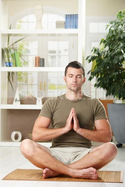 Homem ioga exercer casa sessão piso Foto stock © nyul
