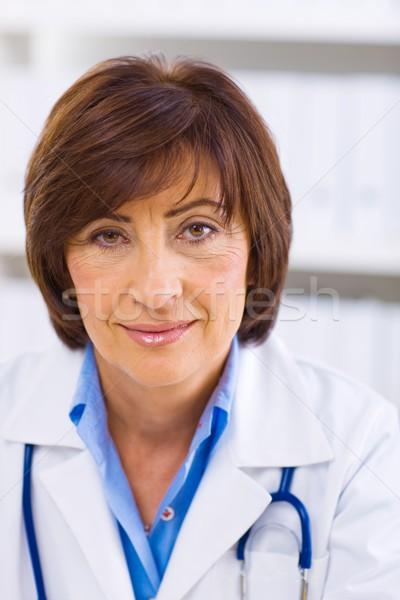 Vrouwelijke arts werken kantoor portret senior Stockfoto © nyul