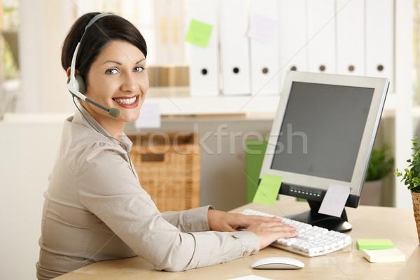помощник говорить гарнитура счастливым набрав компьютер Сток-фото © nyul