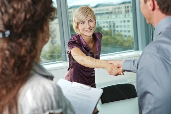 Aperto de mão reunião de negócios pessoas de negócios aperto de mãos reunião tabela Foto stock © nyul