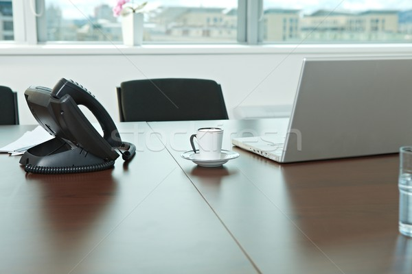 Mesa de escritório telefone laptop xícara de café negócio computador Foto stock © nyul
