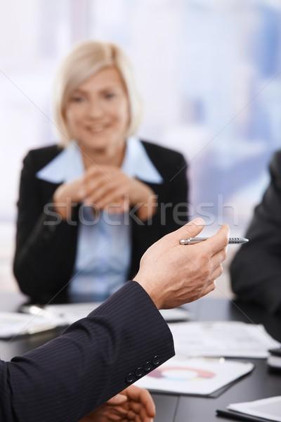 Stock fotó: üzleti · megbeszélés · kéz · toll · közelkép · tart · partner