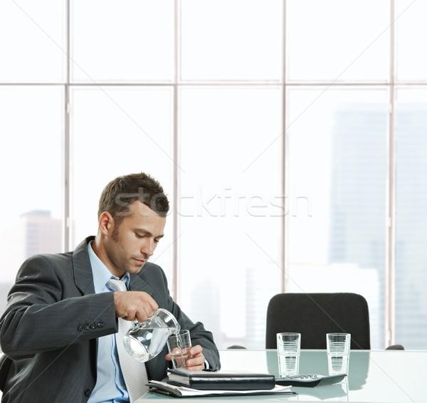 Işadamı susuz oturma toplantı tablo Stok fotoğraf © nyul