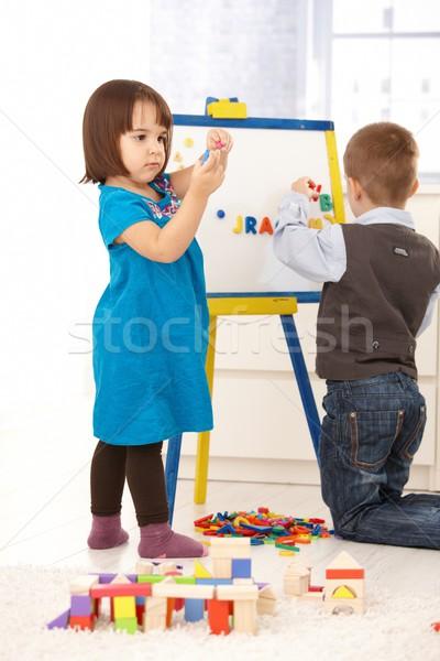 Crianças jogar desenho magnético prancheta alfabeto Foto stock © nyul