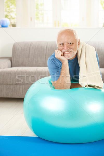 Portret senior man oefening bal Stockfoto © nyul