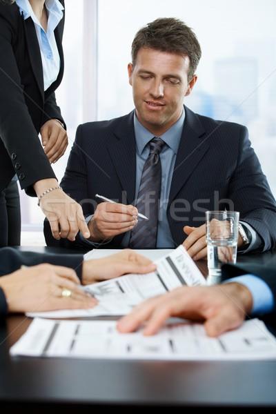 Сток-фото: улыбаясь · исполнительного · подписания · договор · служба · помощник
