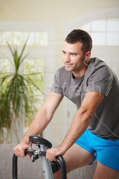 Foto stock: Hombre · formación · ejercicio · moto · casa · escuchar
