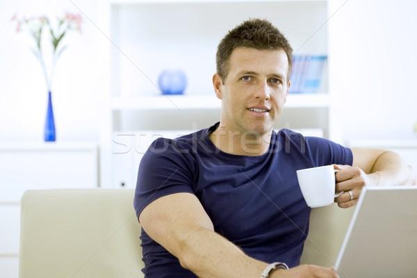 человека питьевой кофе молодым человеком домой Сток-фото © nyul