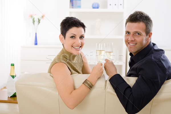 ストックフォト: カップル · 飲料 · シャンパン · 愛 · ホーム · ソファ
