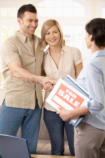 Photo stock: Couple · face · agent · immobilier · heureux · serrer · la · main