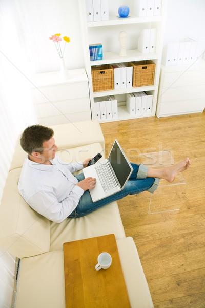 Foto stock: Empresário · trabalhando · escritório · em · casa · casual · casa · sessão