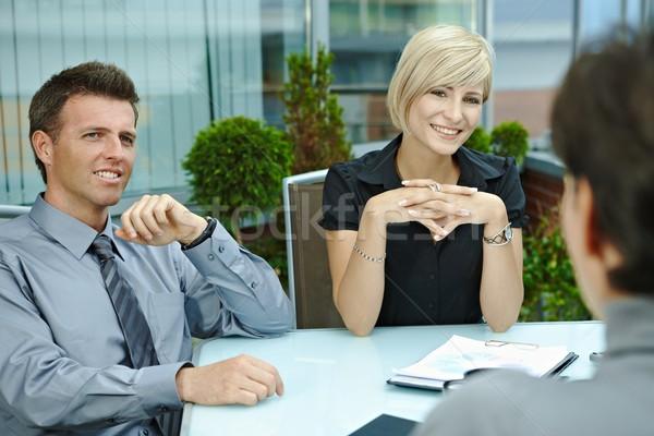 Stockfoto: Zakenlieden · praten · terras · gelukkig · vergadering · rond