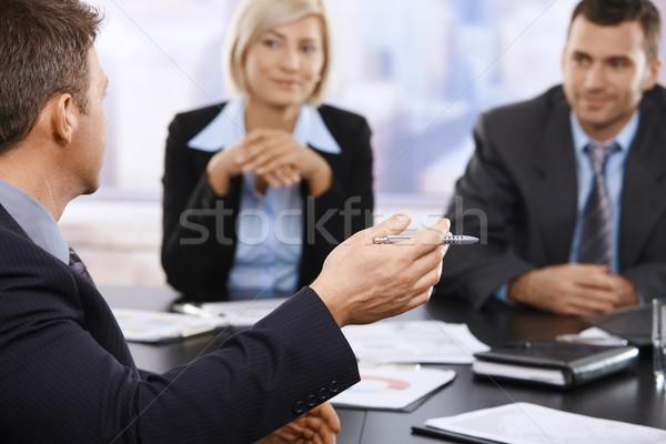 Stock fotó: üzleti · megbeszélés · kéz · közelkép · tart · toll · munkatársak