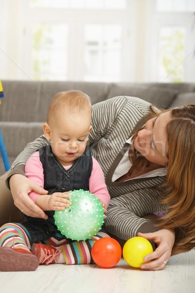 Zdjęcia stock: Uśmiechnięty · piłka · ręce · mum