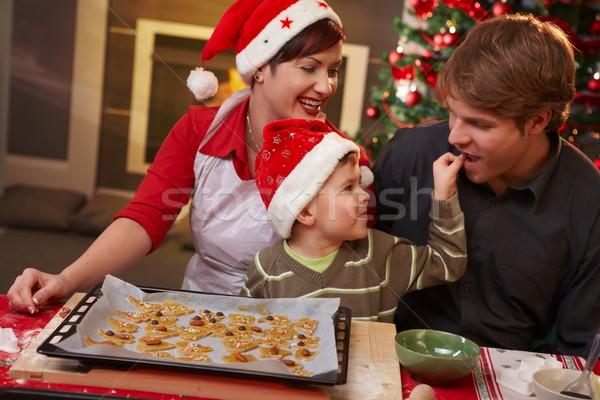 Foto stock: Pai · degustação · natal · bolo · família · pequeno