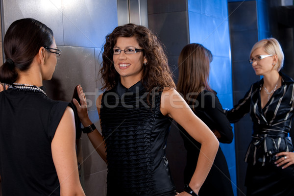 Stockfoto: Onderneemsters · wachten · lift · groep · aantrekkelijk · jonge
