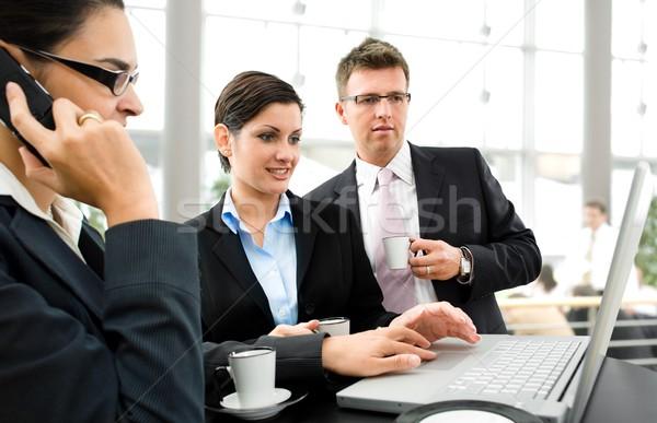 Iş ekibi tartışma sehpa bilgisayar kadın Stok fotoğraf © nyul