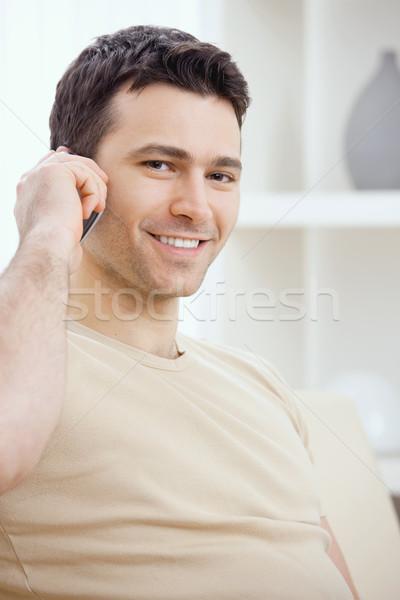 Foto stock: Joven · llamando · teléfono · móvil · hablar · casa · cara