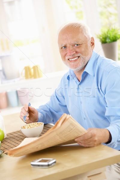 Foto stock: Retrato · homem · café · da · manhã · tabela · feliz