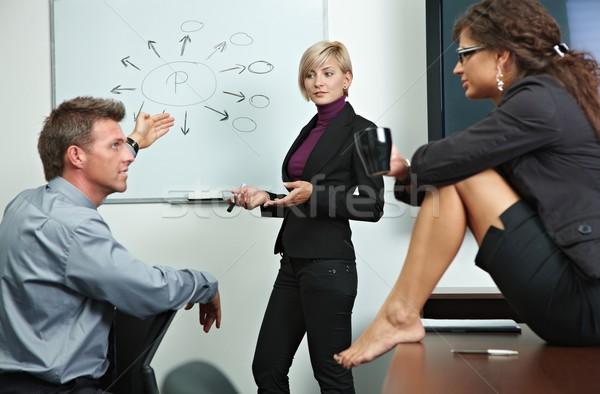 Stockfoto: Zakenlieden · kantoor · team · praten · uitleggen · vrouw