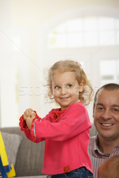 Heureux petite fille maison souriant papa Photo stock © nyul