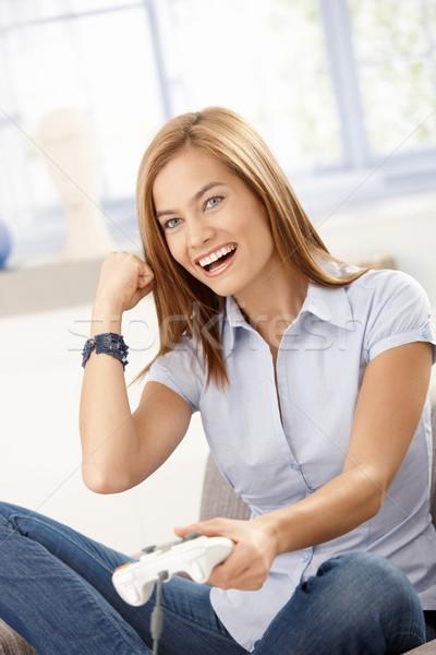 Mooie meisje computerspel lachend home Stockfoto © nyul