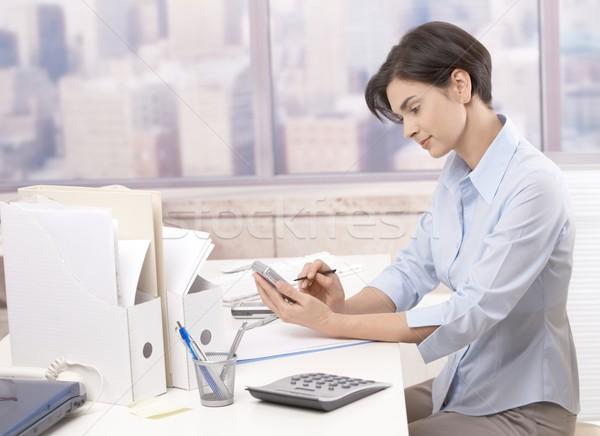 Stock fotó: Nő · dolgozik · irodai · asztal · mosolyog · üzlet · iroda