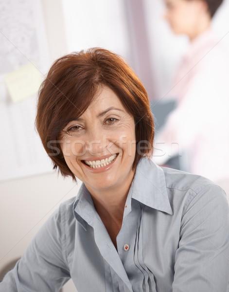 Stockfoto: Portret · senior · zakenvrouw · glimlachend · camera · collega