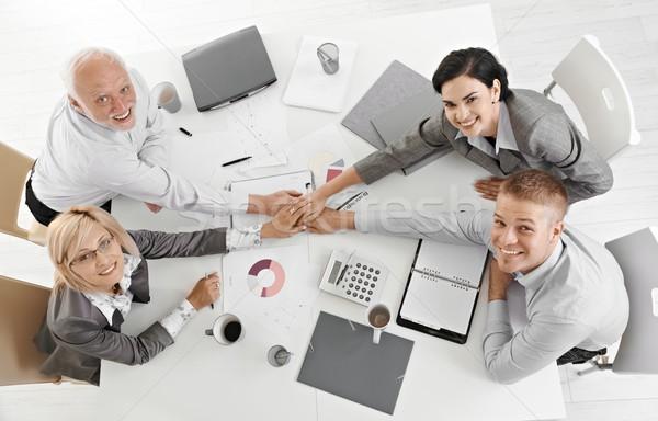 Stock foto: Hand · in · Hand · Sitzung · Tabelle · Teamarbeit