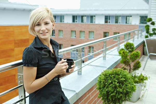 деловая женщина питьевой кофе перерыва служба терраса Сток-фото © nyul