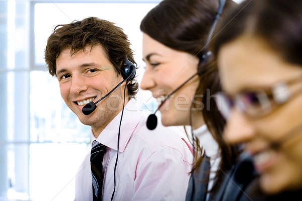 ügyfélszolgálat csapat dolgozik fókusz mosolyog férfi Stock fotó © nyul