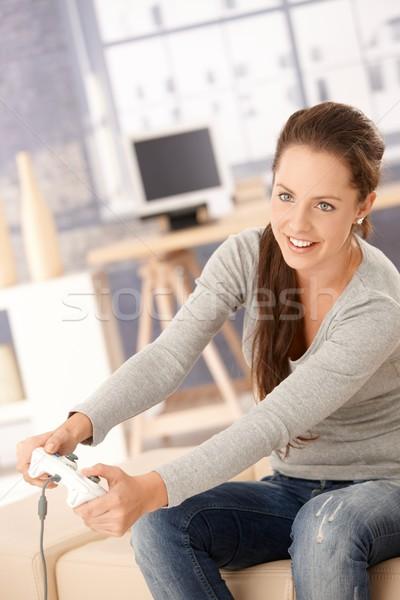 Aantrekkelijke vrouw spelen computerspel home aantrekkelijk jonge vrouw Stockfoto © nyul
