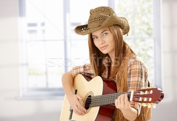 ストックフォト: 小さな · 女性 · 演奏 · ギター · 西部 · スタイル