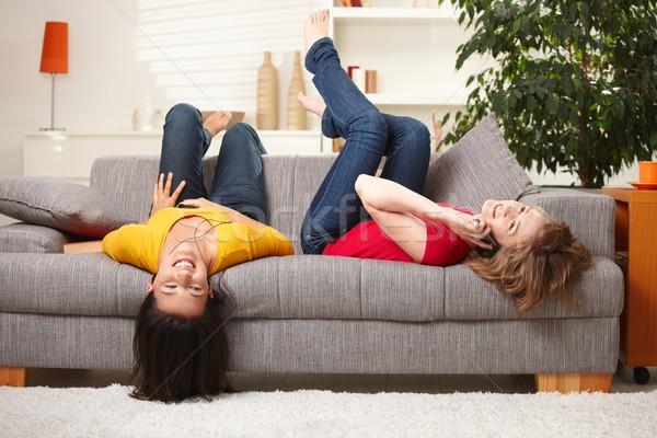 Feliz adolescente ninas sofá casa Foto stock © nyul