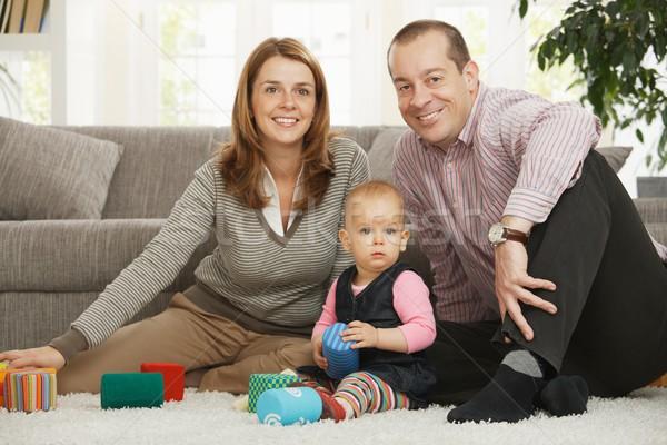 Foto stock: Retrato · família · feliz · sessão · piso · sorridente · câmera