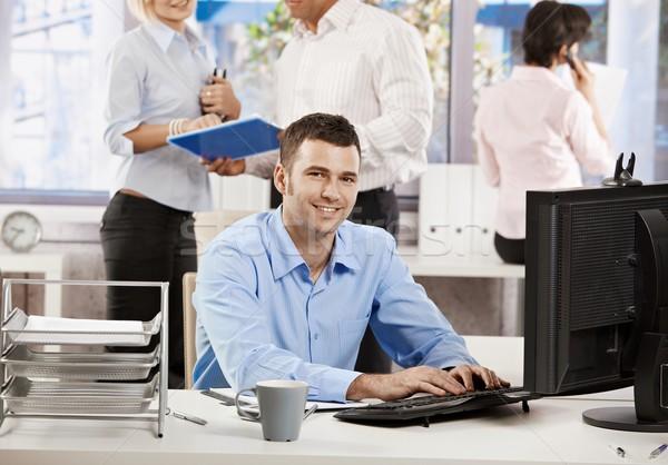 Zdjęcia stock: Biuro · życia · biznesmen · pracy · biurko · przypadkowy