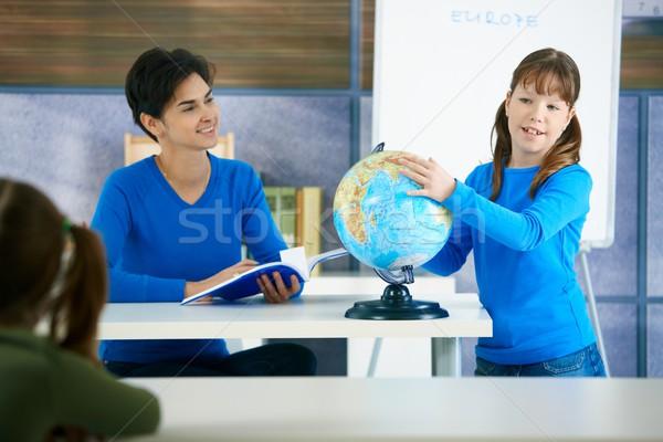 Studentessa mondo toccare classe insegnante sorridere Foto d'archivio © nyul