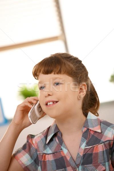 Kicsi lány telefon portré mobiltelefon hívás Stock fotó © nyul